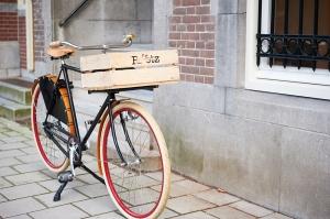 Roetz Road Herrenrad mit Transportkiste und charmanten Details.